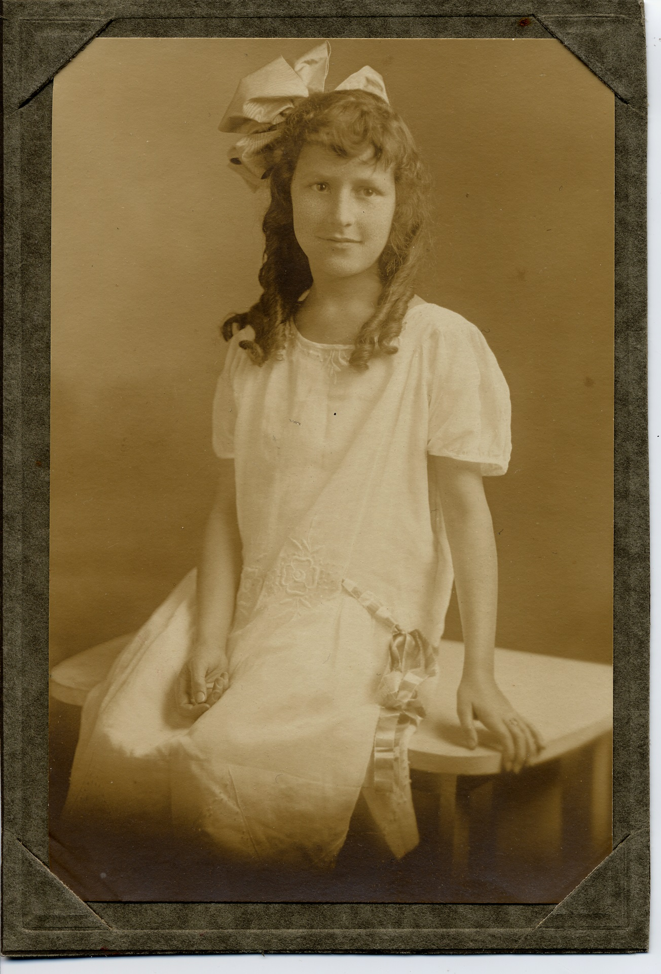 grammar school photograph of Vivian Rostron